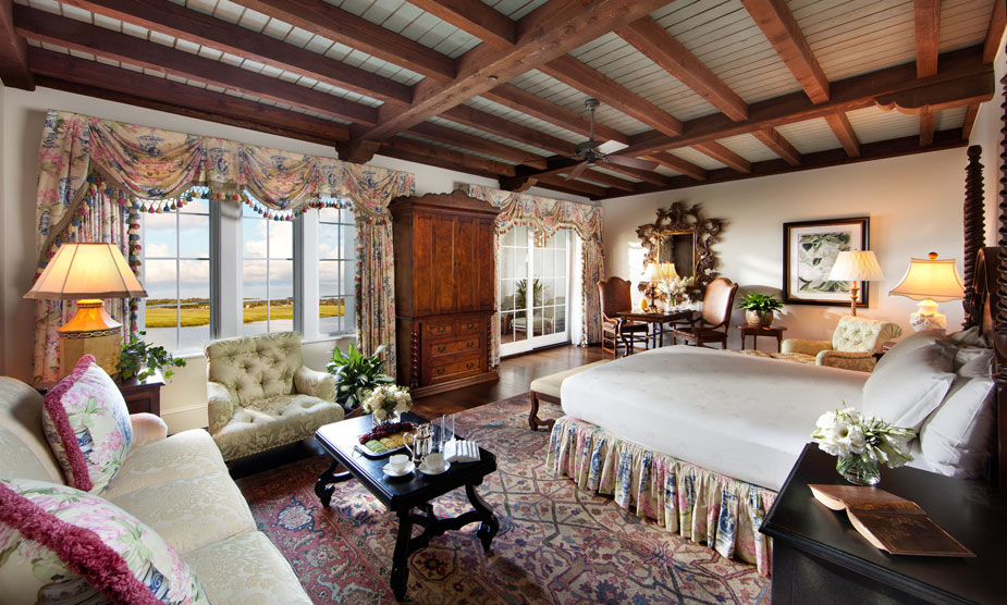 Book Unique Designed Colonial Style Room