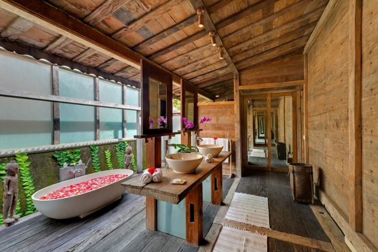 outdoor bathroom in Bali luxury villa vacations