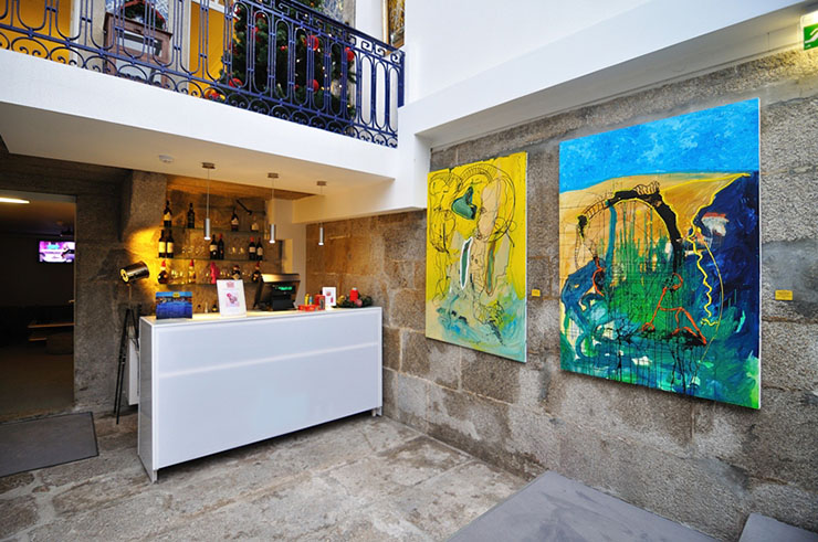 gallery paintings hostel porto