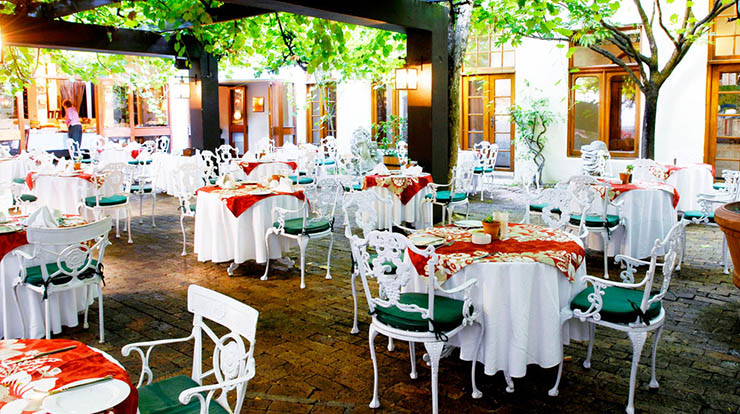 luxury hotel outdoor restaurant garden