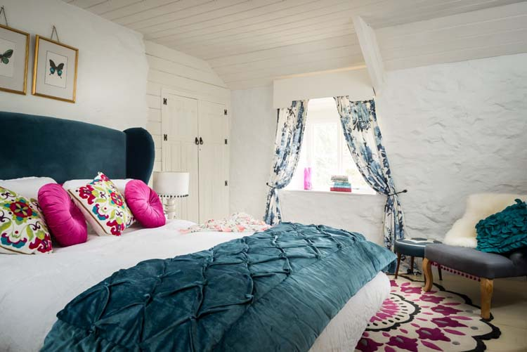 The Only Bedroom With King Size Bed Turns This English Cottage To A  Marvelous Romantic Place