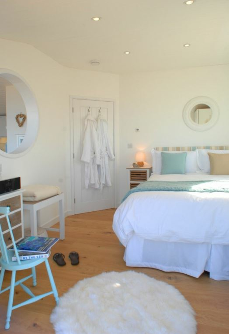the edge cottage for rental bedroom