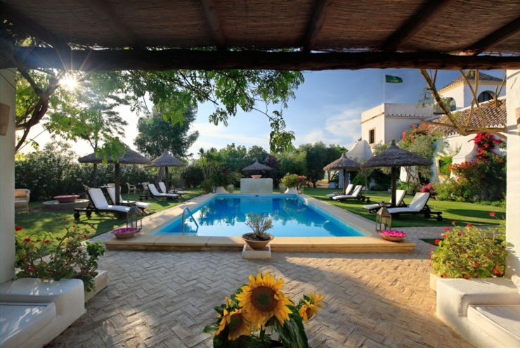 Country holidays at seville s hacienda de san rafael for Hoteles con encanto alava