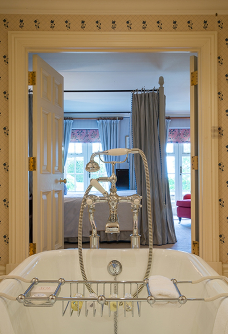 Hotels with luxury bathrooms uk - Old Style Classic Luxury Hotel Bathroom