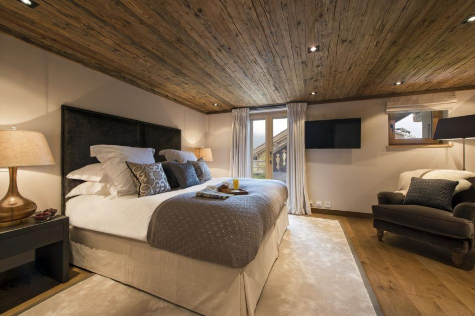 cozy bedroom at chalet sirocco