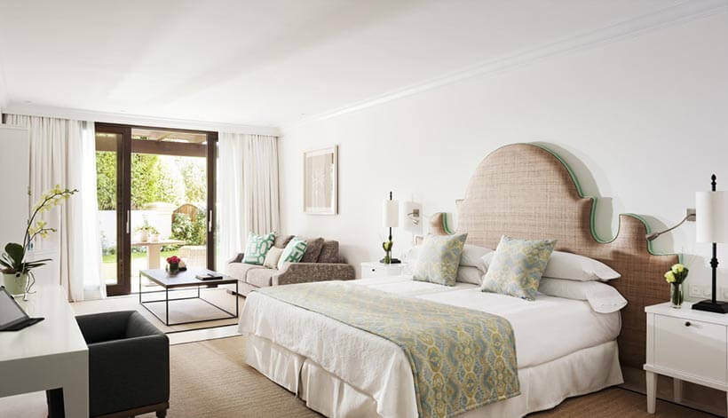 deluxe bedroom for couples in marbella club retreat