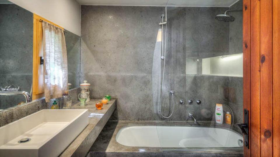 En Suite Bathrooms Rustic: Rustic Accommodation In Spanish Pyrenees