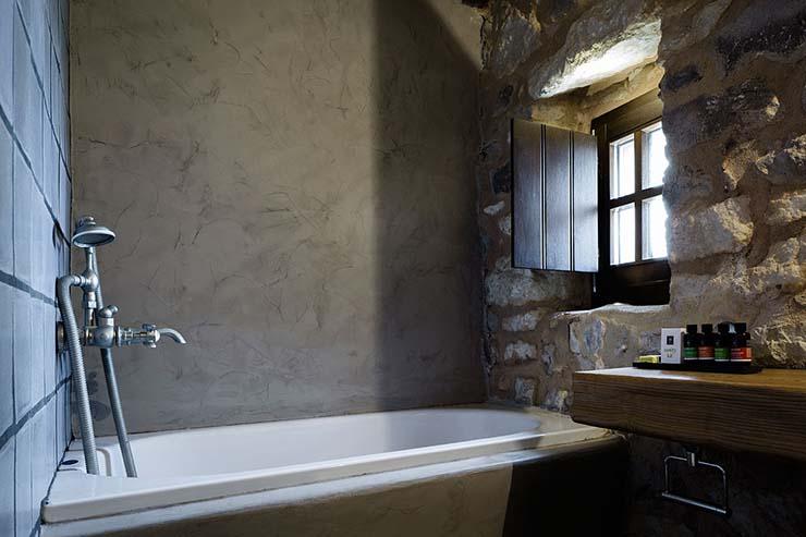 En Suite Bathrooms Rustic: Tainaron Blue Retreat In South Greece