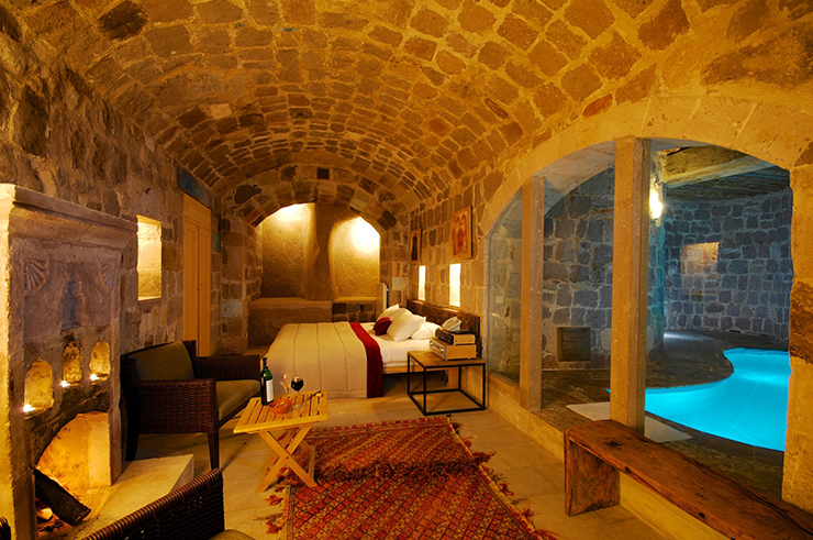 Luxury Suite With Cave Pool