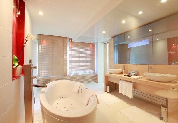 Jw marriott cannes a five star luxury accommodation for Ibiza hotel luxury 5 star