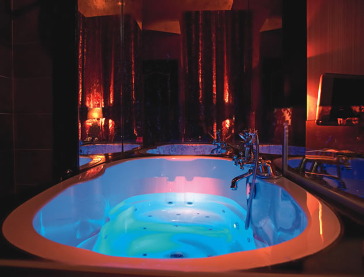 Romantic Hotel In Chicago With Jacuzzi