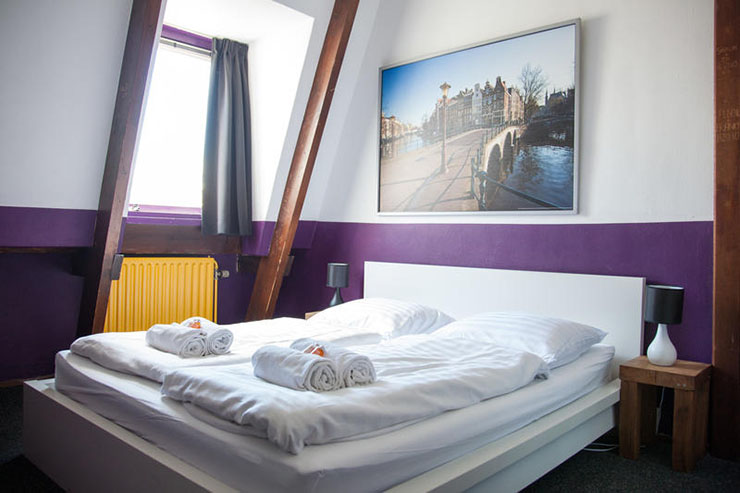king sized bed couples room the flying pig hostel amsterdam