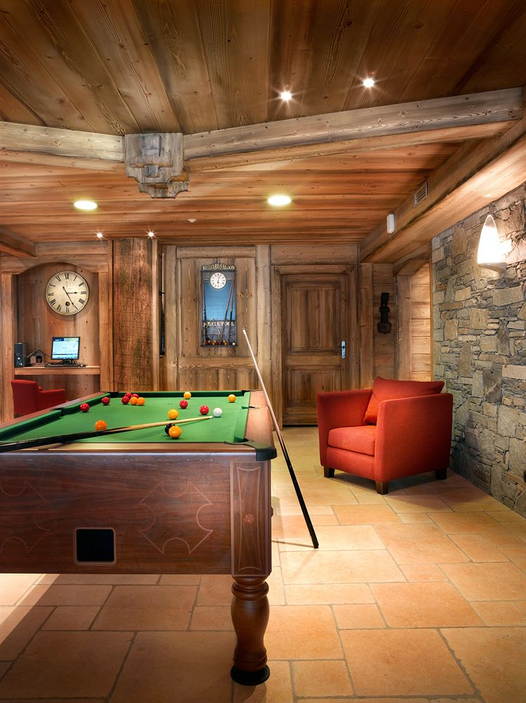 pool table game room hotel alps