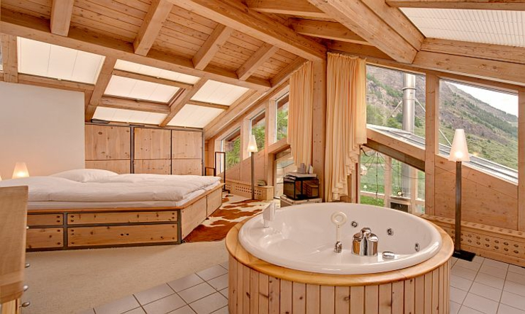 private jacuzzi luxury suite chalet