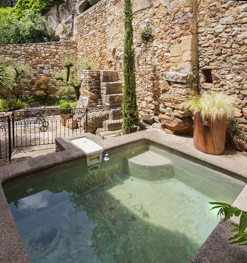 beautiful renovated vacation house southern France