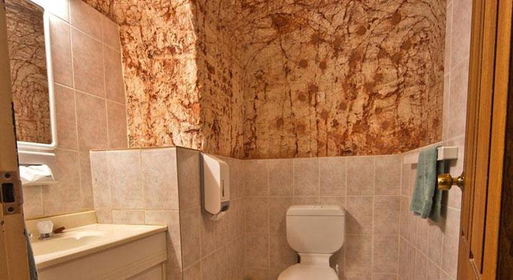 Motel En Suite Bathrooms: An Underground Hostel In Australia