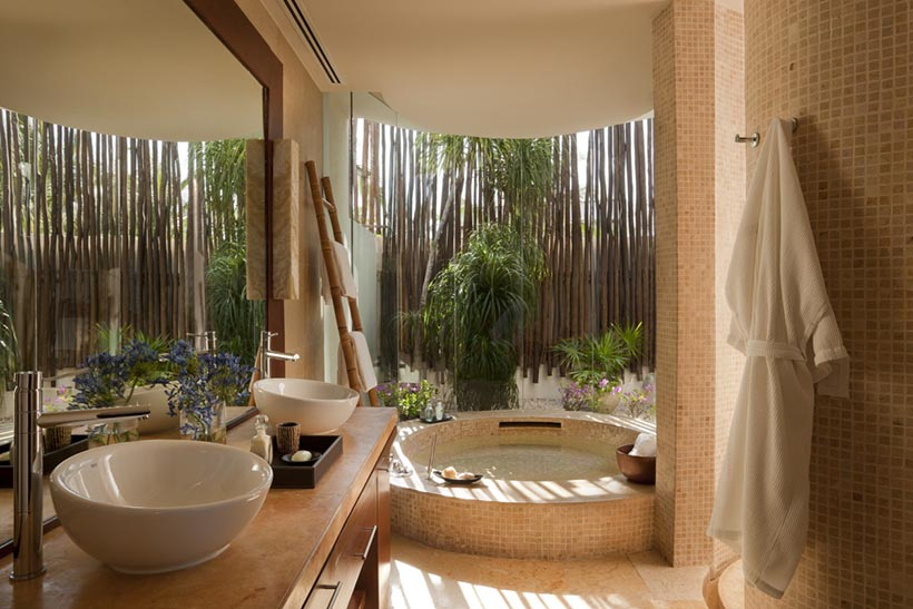 Beachfront Studio Luxury Bathroom