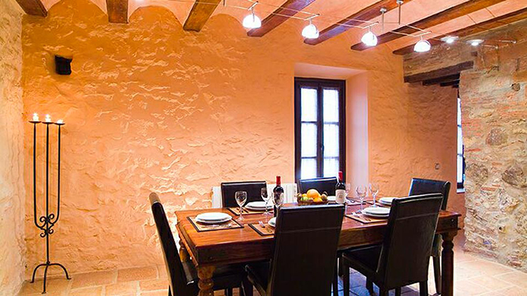 Rustic Style Villa For Rental Dining Room