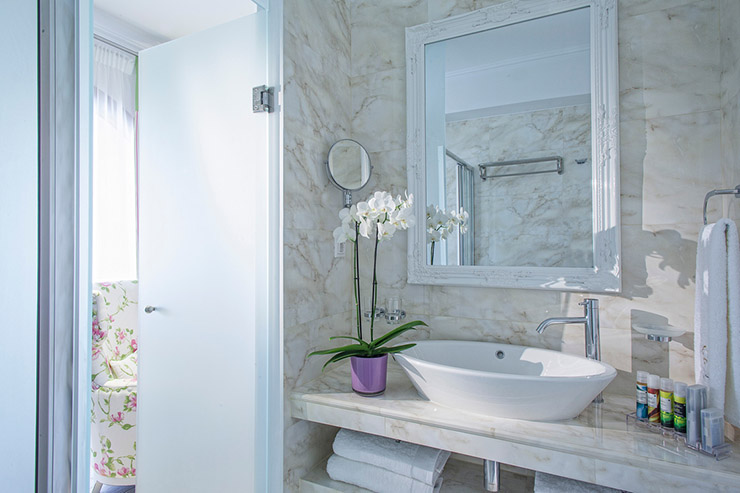 ensuite bathroom wirh flowers for perfect holiday in greece