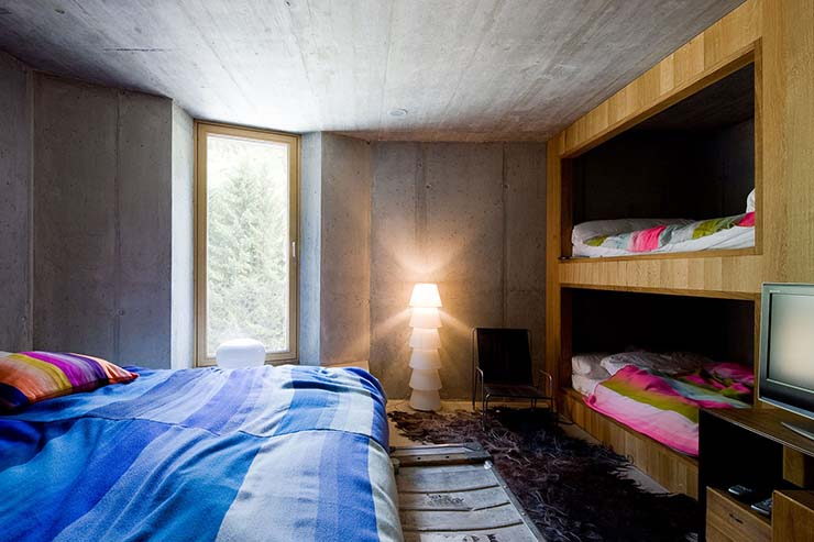 king size and bunk beds at villa vals in swiss alps