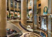 spacious fullerton luxury singapowe hotel lobby
