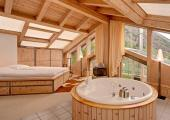 private jacuzzi luxury suite chalet