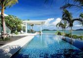 turquoise water luxury pool