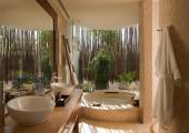 Beachfront Studio Luxury Bathroom