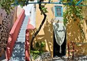 caveland hostel santorini outdoor area