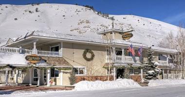 jackson hole winter ski holiday cheap hotel
