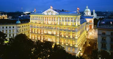 night view to deluxe hotel imperial vienna