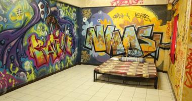 bangkok overstay hostel art double room