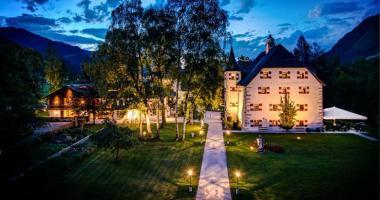 rustic hotel castle Schloss Prielau austria